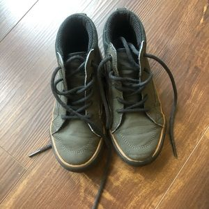 The children PLACE todders shoes size 12